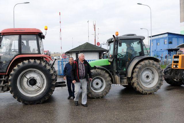 Poljoprivrednici blokirali carinski terminal u Orašju